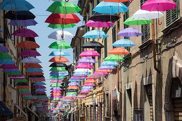 Gekleurde parapluutjes van Jolanda van Eek