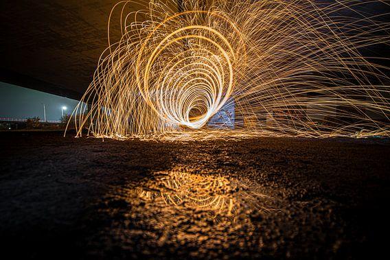 Lightpainting met brandend staalwol in tunnelvorm