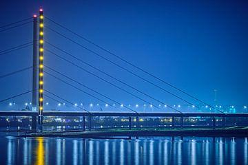 Oberkasselbrug bij nacht van 77pixels