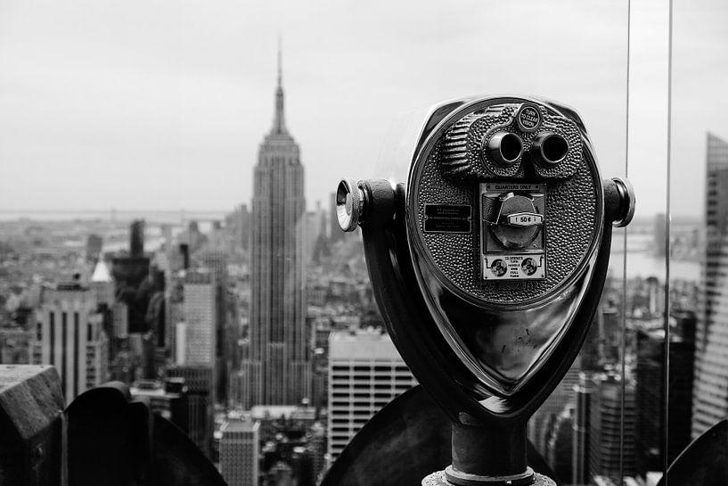Look at the Empire State Building van Nils Bakker