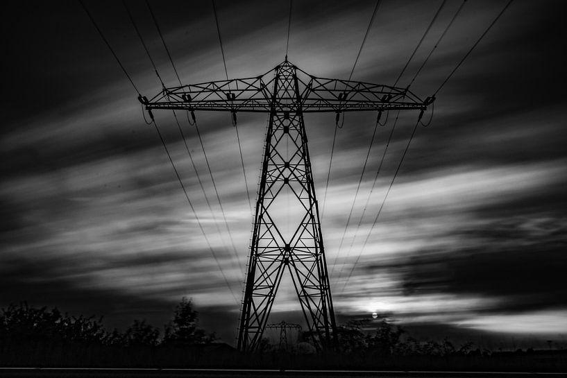 Elektriciteitsmast Lucht zwart/wit van Frank Slaghuis