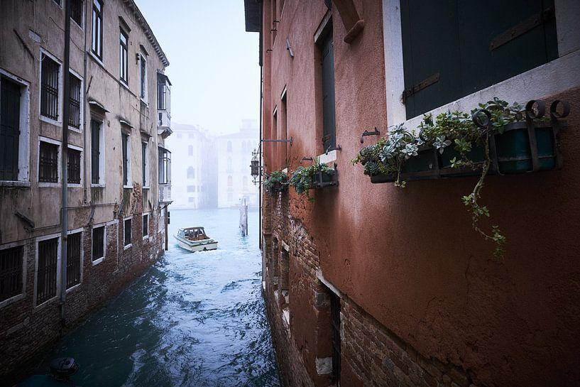 Watertaxi in Venetie van Karel Ham