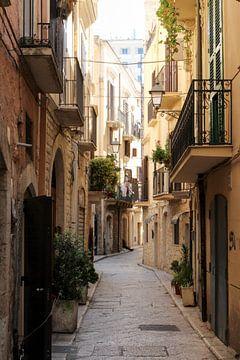 Straatje in Bari van Rene Bakker