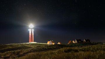 De vuurtoren van Texel bij nacht van