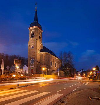 De Sint-Agathakerk  in Eys tijdens het blauwe uurtje