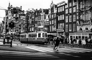 Damrak Amsterdam zwart-wit 80-er jaren van