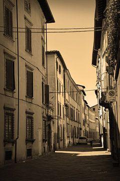 Toscane Italië Lucca Binnenstad Sepia van Hendrik-Jan Kornelis