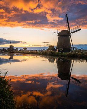 Wunderschöner Himmel bei Sonnenaufgang über dem Mühlenkai, Alkmaar von Bas Banga