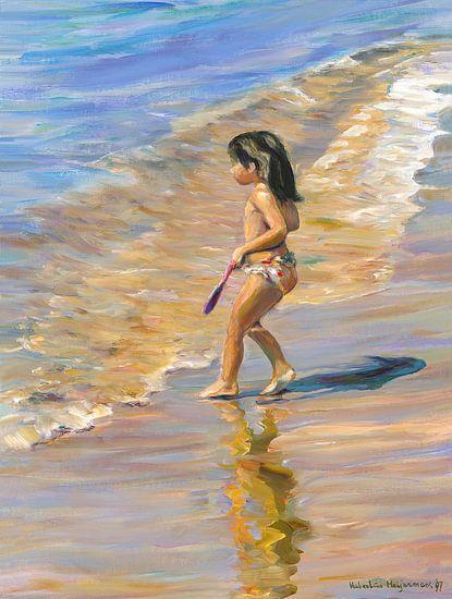 Kleines Mädchen am Strand und das Meer von Benidorm in Spanien