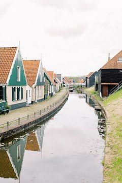 Travel photography photo Holland The Netherlands wind mill tulip fields tulips typical Dutch scenery van Milou van Ham