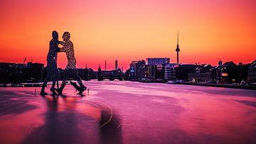 Berlin – Skyline im Sonnenuntergang / Molecule Man von Alexander Voss