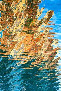 Woningen in het water weerspiegeld van