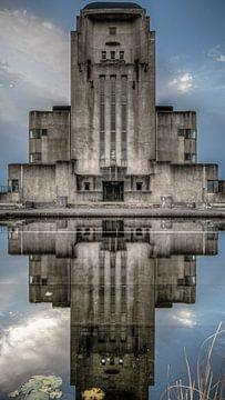 Reflecties van Gebouw A von Peter Vruggink