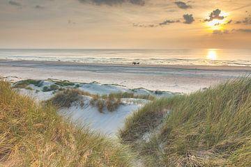 Ondergaande zon strand bij Schoorl aan zee Noord Holland Nederland Dutch van René Groeneveld