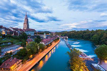 Oude stad met de kathedraal in Bern van Werner Dieterich