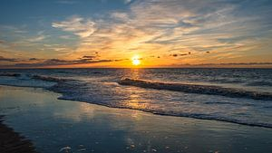 Golven en zonsondergang