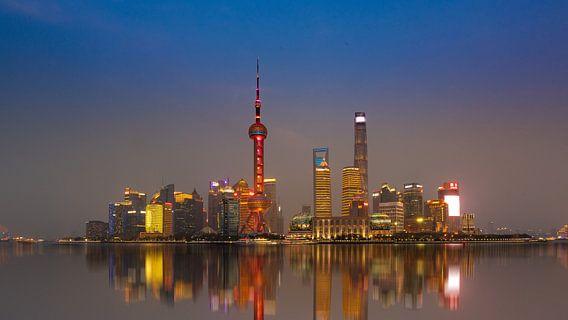 Shanghai Skyline tijdens zonsondergang
