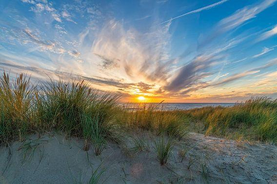 zonsondergang in het Hollandse landschap van eric van der eijk