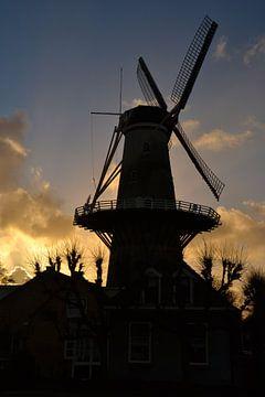 Moulin à vent à Wateringen au coucher du soleil sur Rob Pols