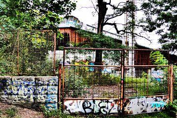 Prag - Transparentes Gebäude im Park von Wout van den Berg