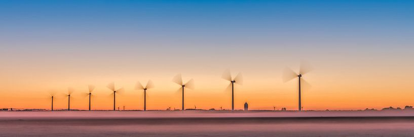 windturbines, windmolenpark in de polder. van eric van der eijk
