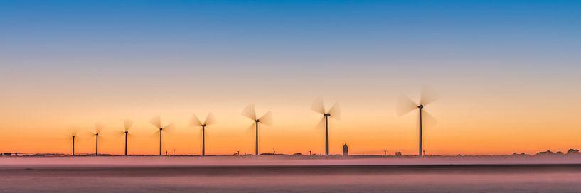 des éoliennes, un parc éolien dans le polder. sur eric van der eijk