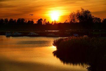 Zonsondergang in de kleine haven van Zevenhuizen von Seasons of Holland