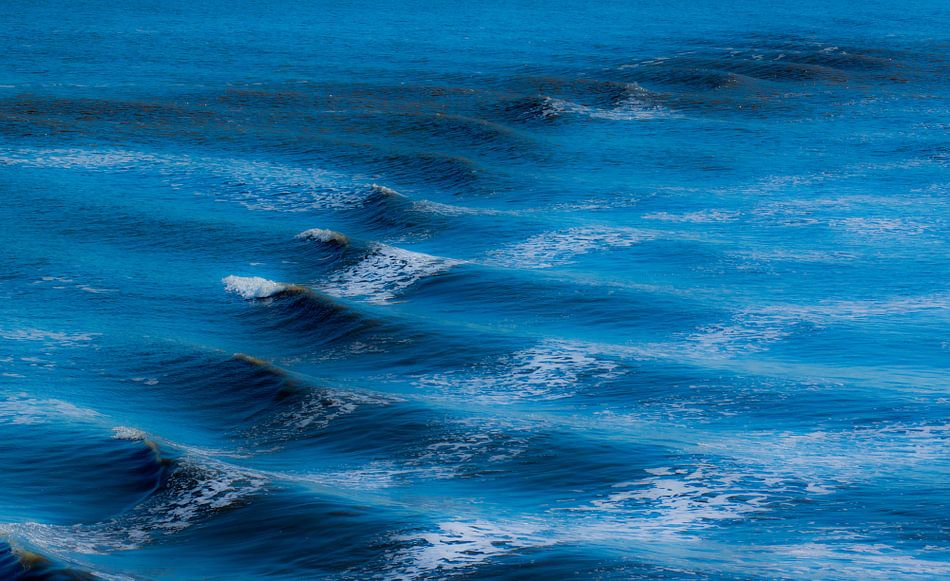 Blauwe golven van Greetje van Son