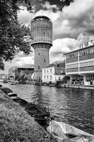 De watertoren aan het Heuveloord in Utrecht aan de Vaartsche Rijn van