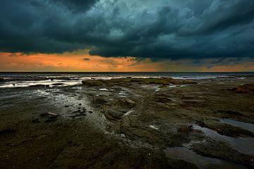 Wattenmeer bei Ebbe an einem stürmischen Tag von Jenco van Zalk
