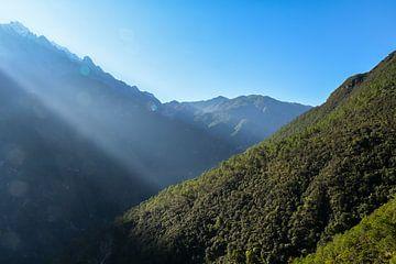 Berg bei Sonnenaufgang von Kenji Elzerman