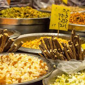 Kraam vol zoethout en andere specerijen van Reis Genie