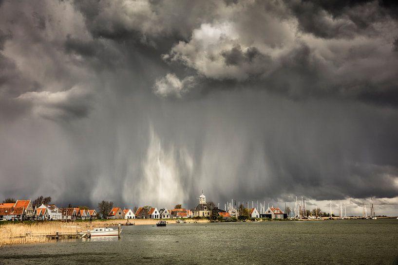 Ciel menaçant et tempête de grêle au-dessus de Durgerdam sur Frans Lemmens