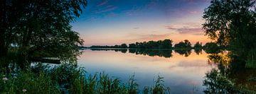 Sonnenuntergang über dem Fluss IJssel von Sjoerd van der Wal