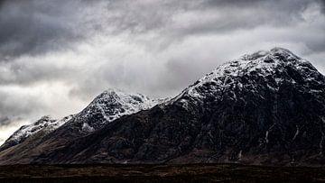 Auf den Gipfeln im schottischen Hochland liegt bereits Schnee von Studio de Waay
