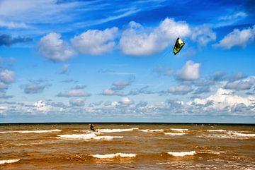 Kitesurfer op de Noordzee van Manuel Declerck