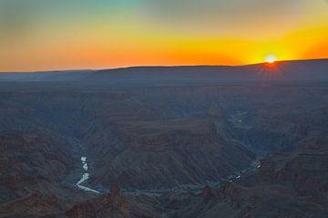 Zonsondergang Fish River Canyon Afrika  van Dexter Reijsmeijer