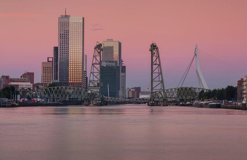Zonsopkomst in Rotterdam van Ilya Korzelius