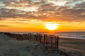 Zonsondergang op het strand van Noordwijk van Richard Steenvoorden