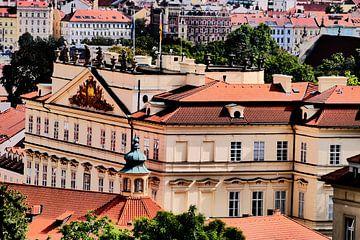 Praag - Uitzicht binnenstad Praag van Wout van den Berg