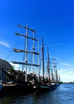 zeilschepen aan de kade in Kampen van joyce kool