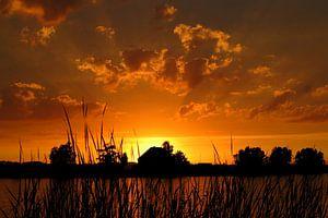 Zonsondergang aan het water / Sunset near the river van G. de Wit