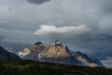 Los Cuernos in Torres Del Paine  von Gerry van Roosmalen