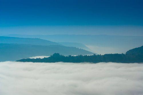 Boven de mist van