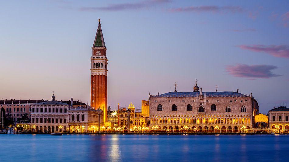 Venetië - Campanile di San Marco - Palazzo Ducale van Teun Ruijters