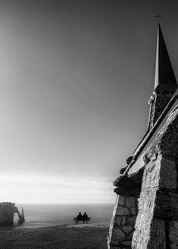 Kirche mit Meerblick in Etretat von Arina Keijzer