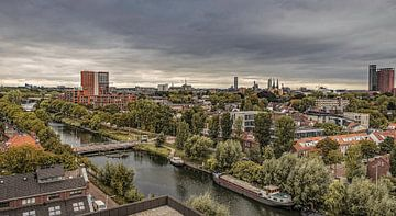 Skyline van Tilburg gezien vanuit Piushaven