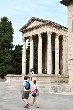 Tempel van Augustus in de historische idyllische oude stad van Pula in Kroatië