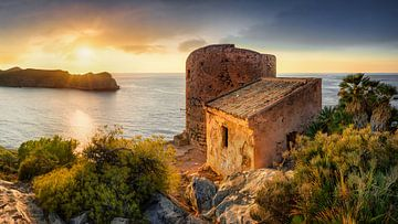 Originele kust van Mallorca bij zonsondergang. van Fine Art Fotografie