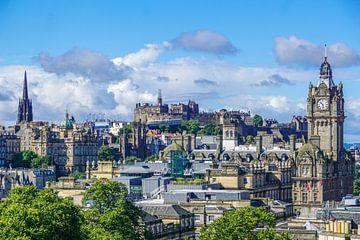 Uitzicht over Edinburgh, Schotland, vanaf Calton Hill von Arjan Schalken